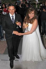 Carmen Morales y Luis Guerra brindan por su boda