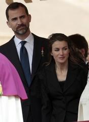 Beatificación de Juan Pablo II: La princesa Letizia y el príncipe Felipe, de tonos oscuros
