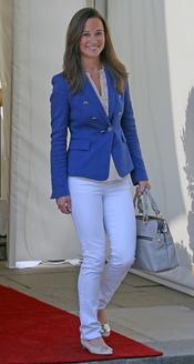 Pippa Middleton abandona el hotel tras la Boda Real