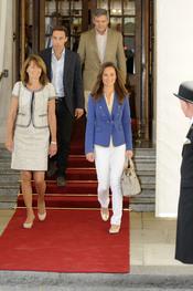 La familia Middleton abandona el hotel tras la Boda Real