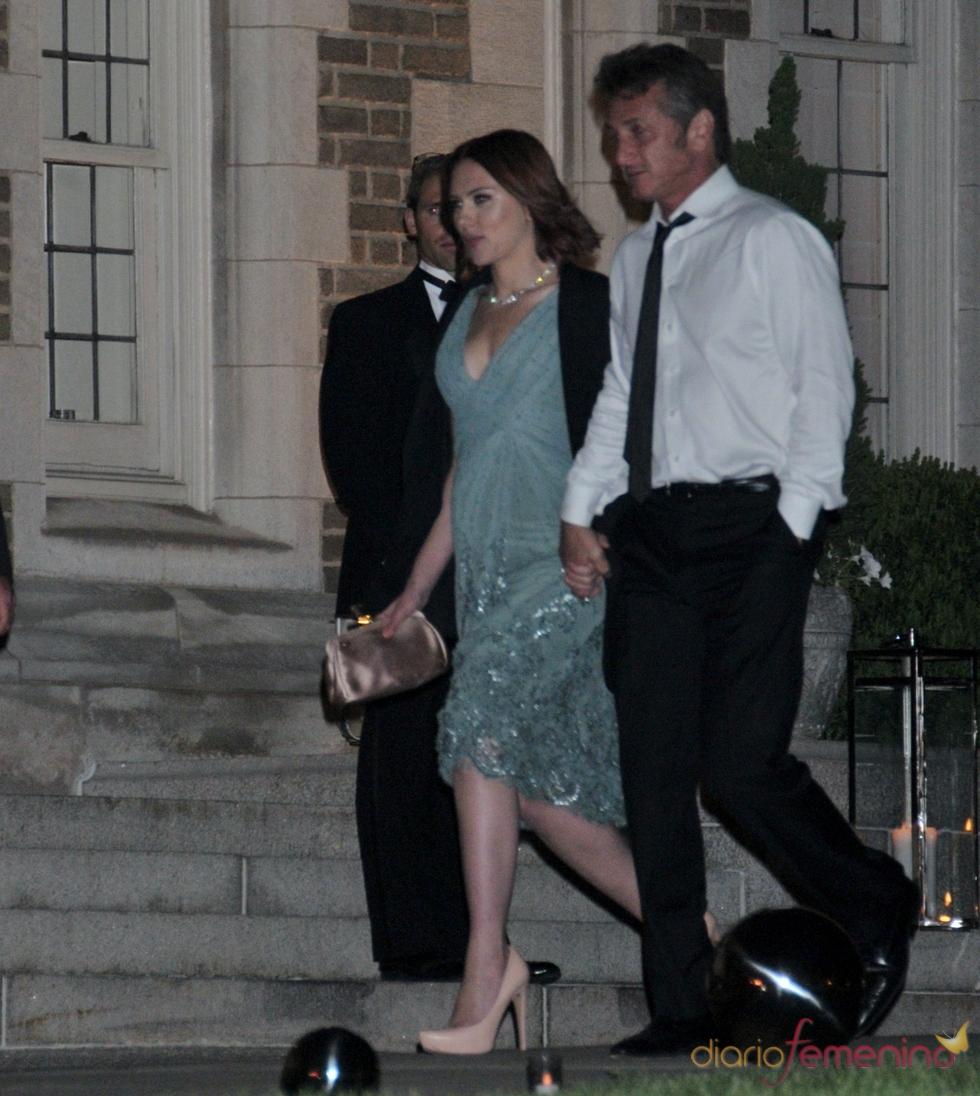Scarlett Johansson y Sean Penn, de la mano
