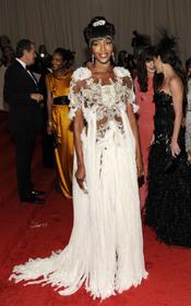 Naomi Campbell en la gala Costume en el Museo Metropolitano de Arte