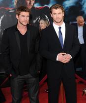 Chris y Liam Hemsworth en la presentación de 'Thor' en Nueva York