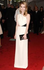 Emma Roberts en la gala Costume en el Museo Metropolitano de Arte