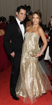 Jessica Alba y su marido Cash Warren en la gala Costume en el Museo Metropolitano de Arte