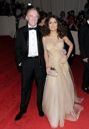 Salma Hayek y su marido en la gala Costume en el Museo Metropolitano de Arte
