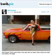 Lady Gaga sube a Twitter una foto de ella apoyada en un coche