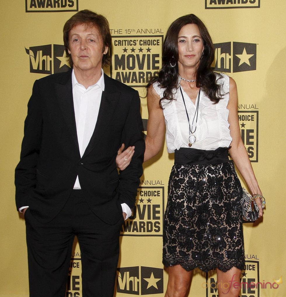 Paul McCartney y Nancy Shevell se han prometido