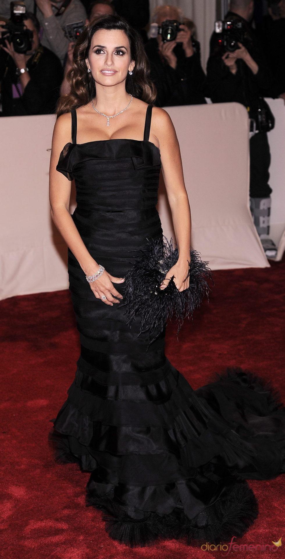 La actriz Penélope Cruz vestida de negro