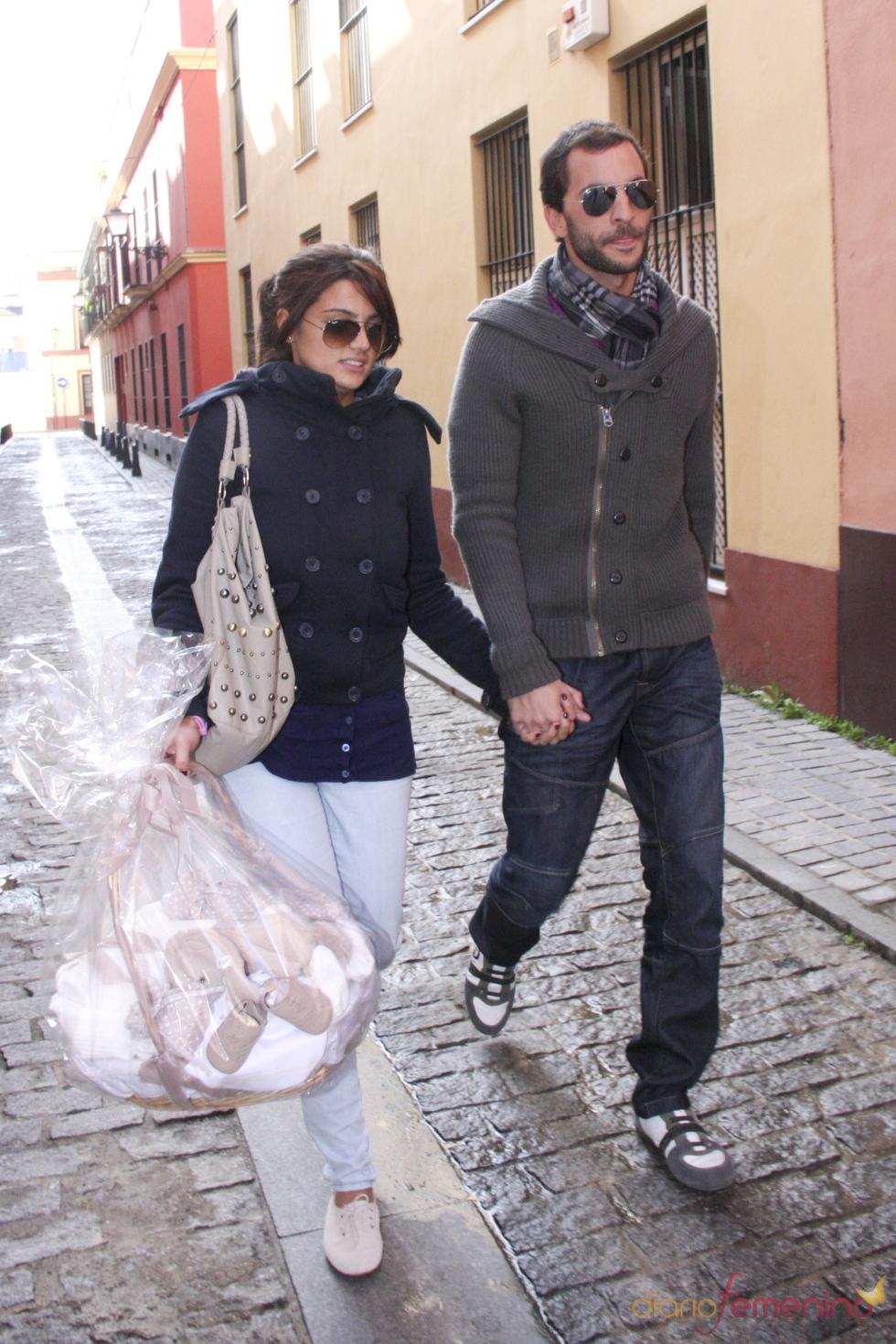 Antonio Tejado y Alba Muñoz paseando como una pareja feliz