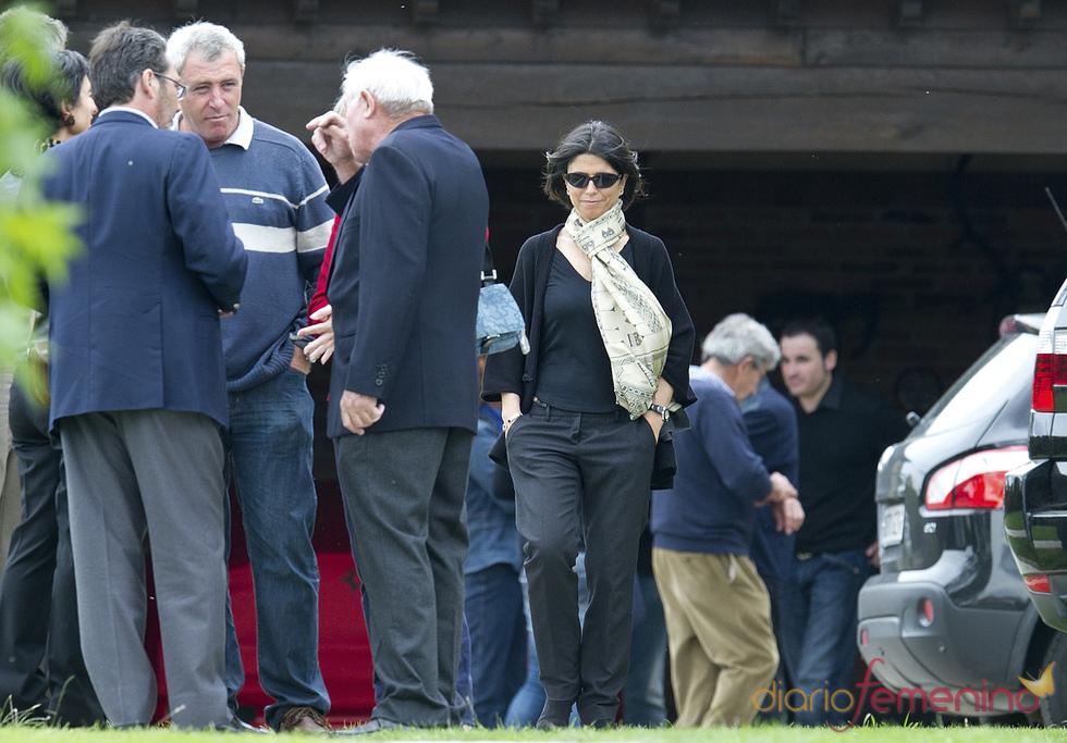 Carmen Botín, esposa de Severiano Ballesteros, con su familia y amigos en Pedreña