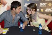 Mario casas y María Valverde firman ejemplares de 'A tres metros sobre el cielo' en la FNAC de Callao