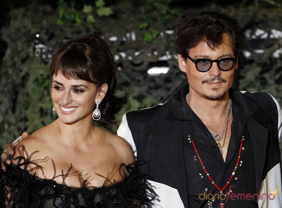 Penélope cruz y Johnny depp en la promoción de 'Piratas del Caribe 4' en Disneyland