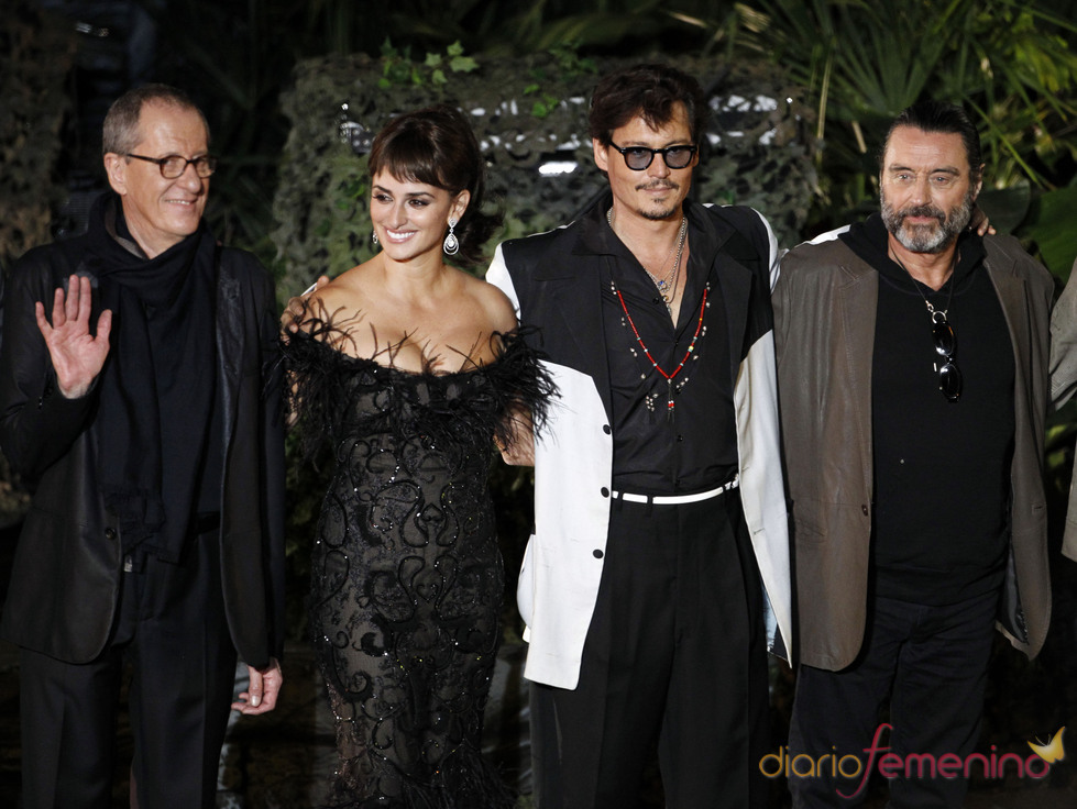 Penélope Cruz, Johnny Depp, Geoffrey Rush y Ian McShane en la promoción de 'Piratas del Caribe 4' en Disneyland