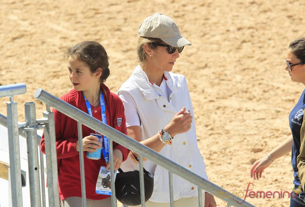 La Infanta Elena y Victoria Federica en la hípica