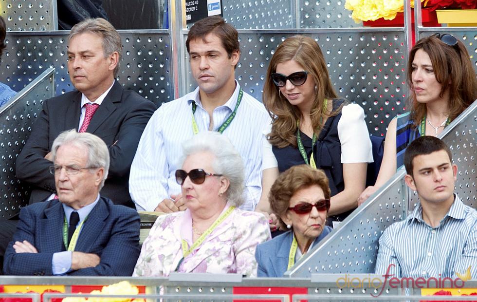 La Infanta Pilar de Borbón, Alfonso de Borbón y su mujer Margarita Vargas en la final del Master Series