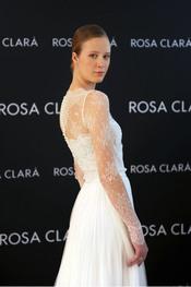 Katerina Strygina con su vestido de novia Rosa Clará