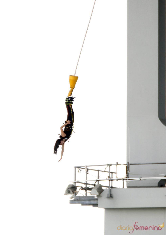 Katy Perry descarga adrenalina haciendo puenting