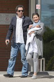 Sara Baras y su marido José Serrano presentan a su primer hijo, José