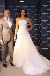 Irina Shayk con un vestido de novia de Manuel Mota para Pronovias