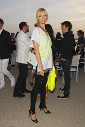 Karolina Kurkova en la presentación de la colección Crucero de Chanel 2012