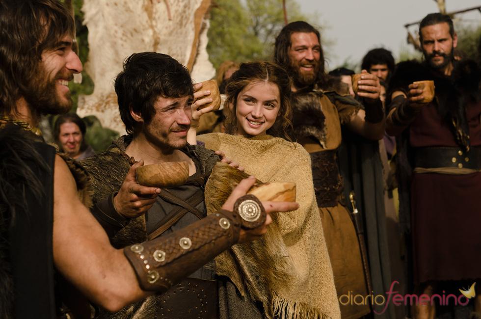 Juan José Ballesta y Ana de Armas en una escena de 'Hispania'