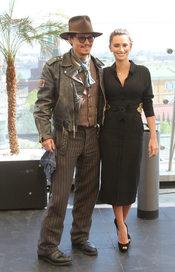 Penélope Cruz y Johnny Depp promocionan 'Piratas del Caribe 4' en el Ritz de Moscú