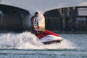 Eduardo Cruz en moto acuática en Miami