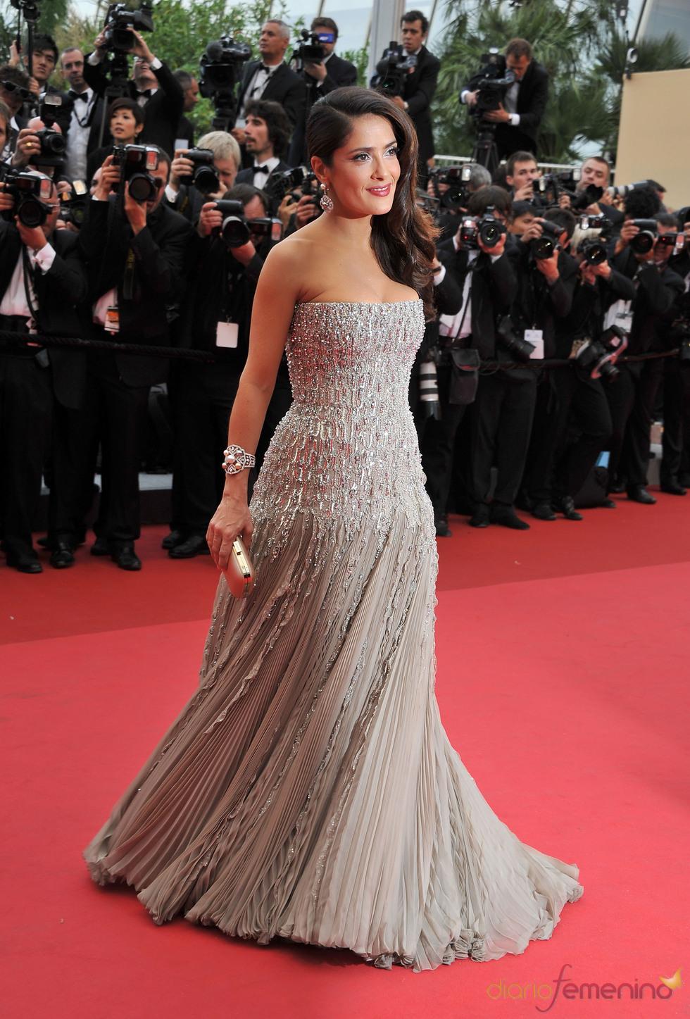 Salma Hayek posa en la alfombra roja del Festival de Cine de Cannes 2011