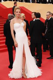 Uma Thurman posa en la alfombra roja del Festival de Cine de Cannes 2011