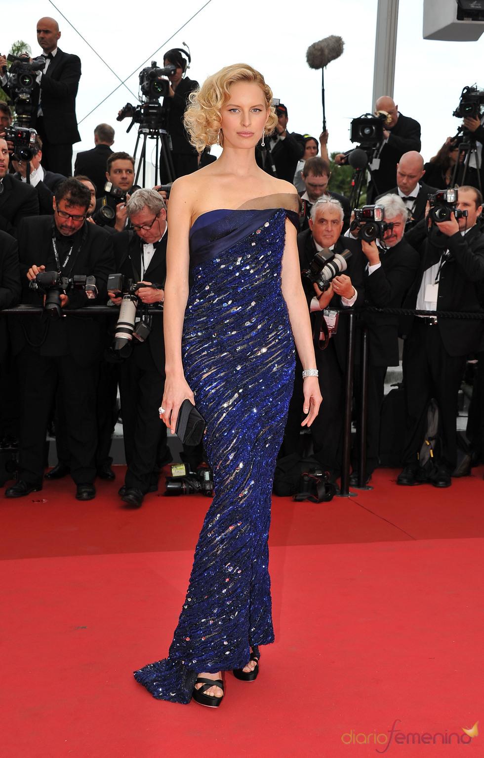 Karolina Kurkova posa en la alfombra roja del Festival del Cine de Cannes 2011
