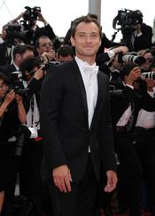 Jude Law posa en la alfombra roja del Festival de Cine de Cannes 2011