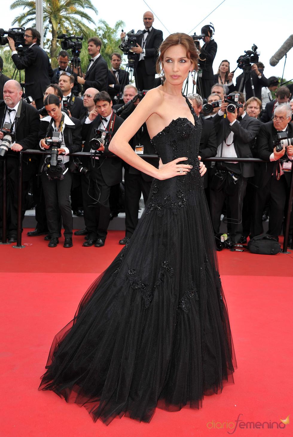 Nieves Álvarez posa en la alfombra roja del Festival de Cine de Cannes 2011
