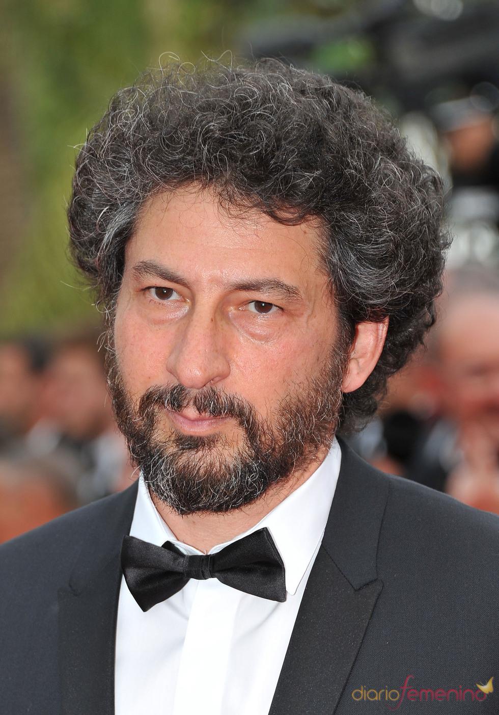 Radu Mihaileanu posa en la alfombra roja del Festival de Cine de Cannes 2011