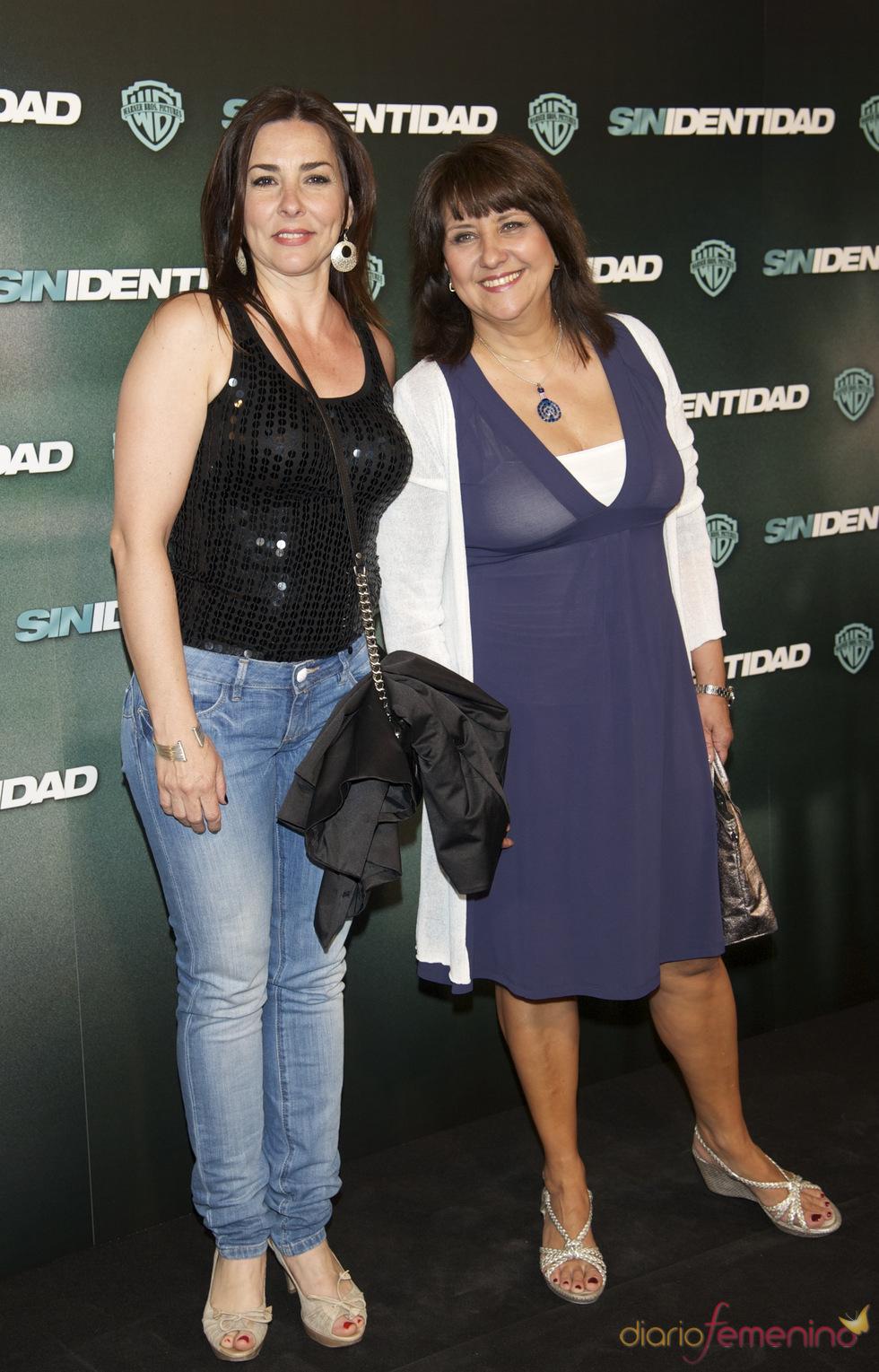 Elena Martín y Soledad Mallol en la premiere de 'Sin identidad' en Madrid