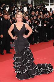 Angela Ismailos posa en la alfombra roja del Festival de Cine de Cannes 2011