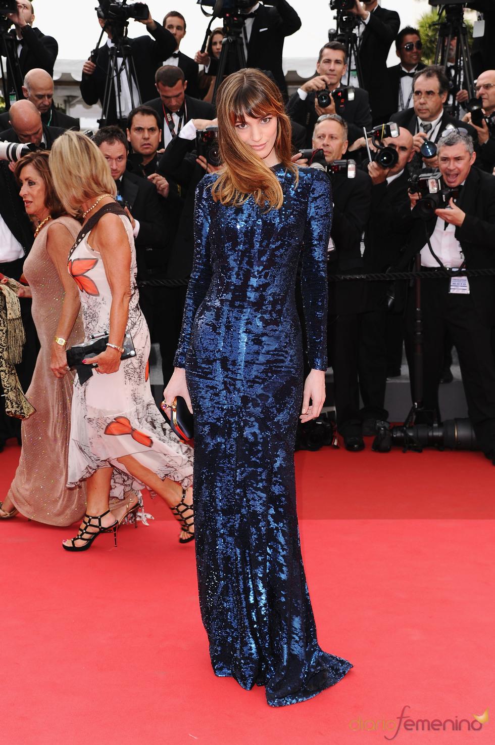 Gaia Bermani Amaral posa en la alfombra roja Festival de Cine de Cannes 2011