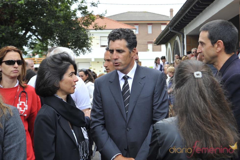 Miguel Indurain y Carmen Botín en el funeral de Severiano Ballesteros