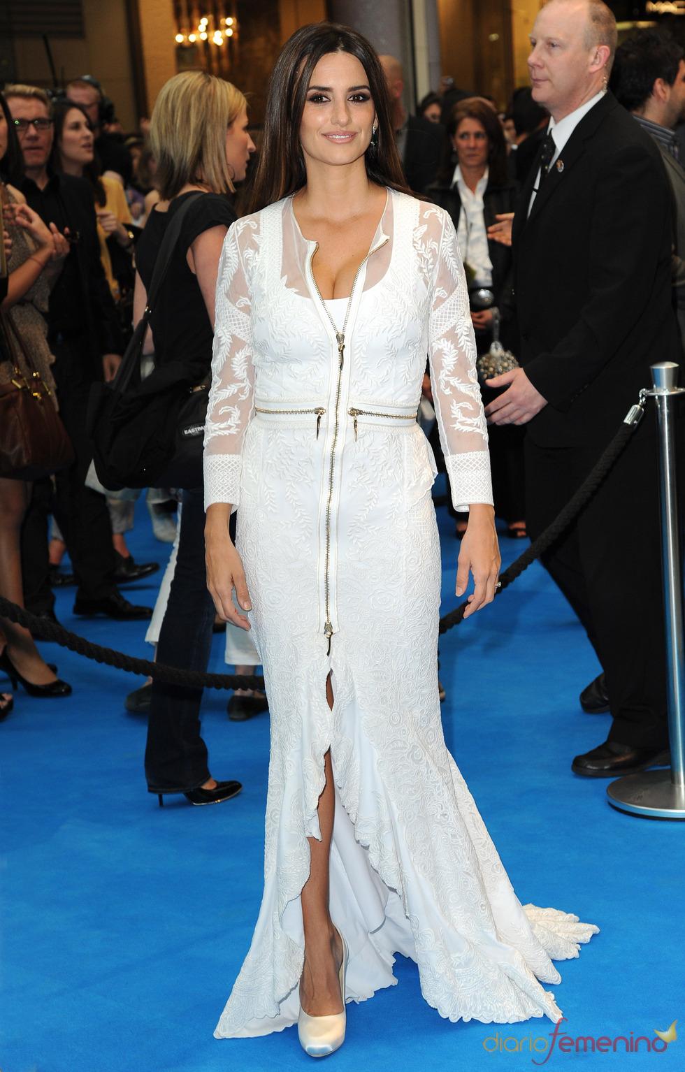 Penélope Cruz posa en la alfombra roja de la premiere de 'Piratas del Caribe 4' en Londres