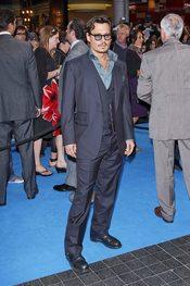 Johnny Depp posa en la alfombra roja de la premiere de 'Piratas del Caribe 4' en Londres