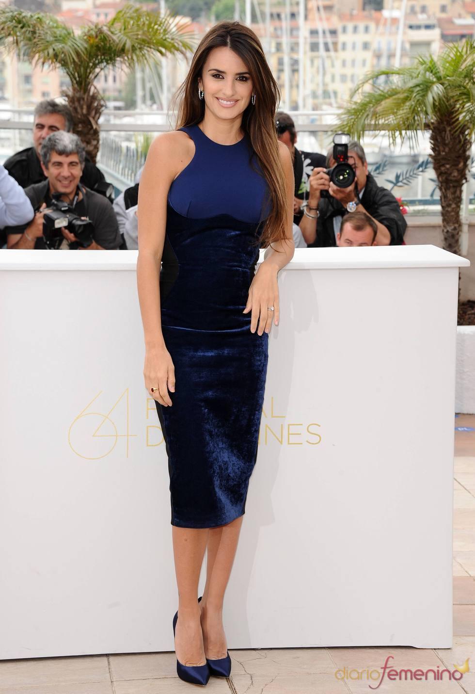 Penélope Cruz posa a su llegada al Festival de Cine de Cannes 2011