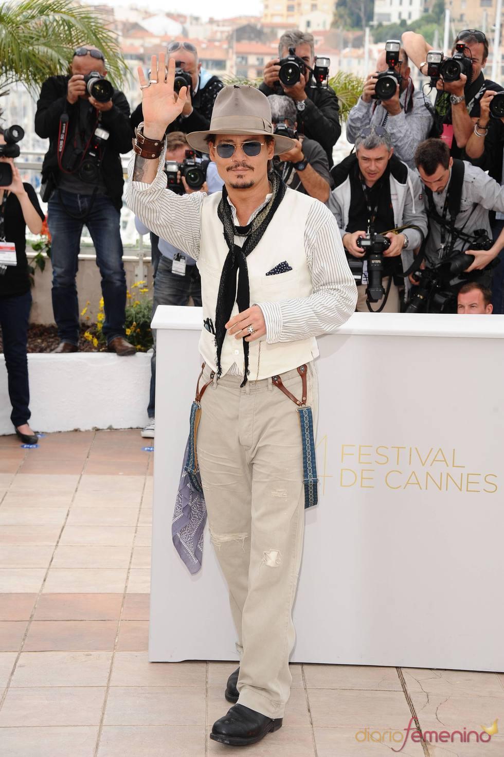 Johnny Depp posa a su llegada al Festival de Cine de Cannes 2011