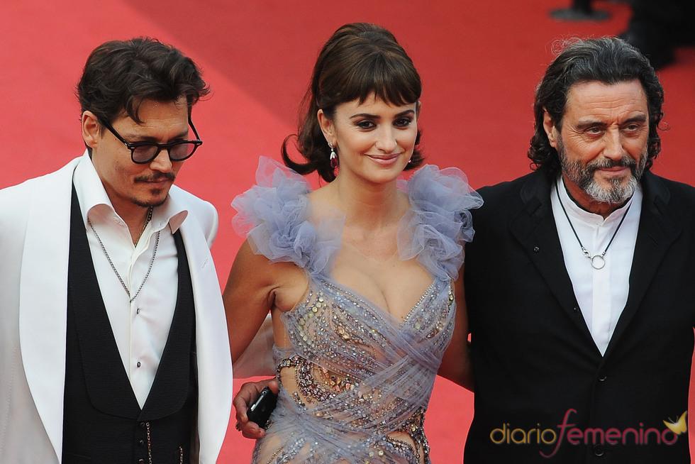 Penélope Cruz, Johnny Depp e Ian McShane en la alfombra roja del festival de Cannes 2011
