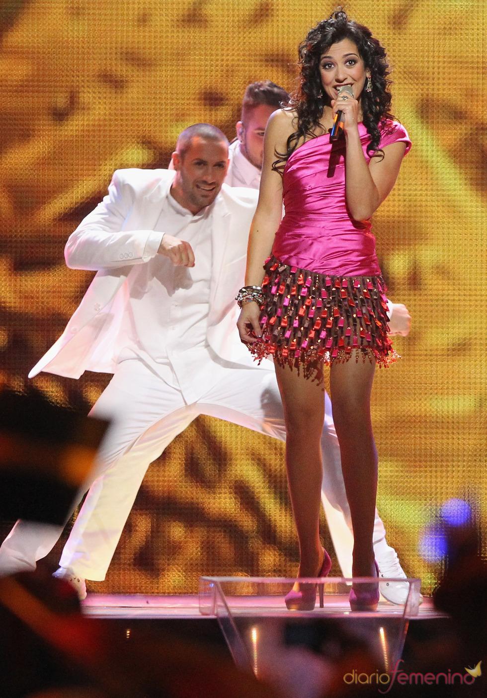 Lucía Pérez durante la actuación en Eurovisión 2011