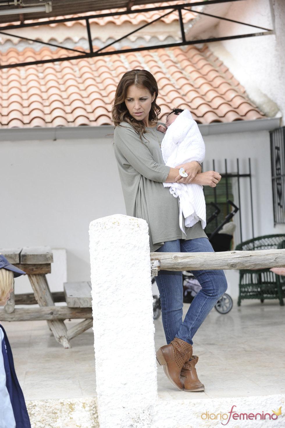 Paula Echevarría ejerce de madre en el rodaje de 'Vulnerables'