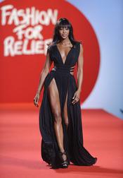 Naomi Campbell en la pasarela solidaria de Cannes