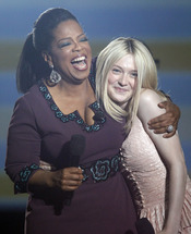 Oprah Winfrey con Dakota Fanning en la grabación de su último show