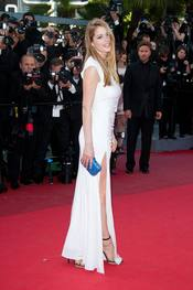 Doutzen Kroes posa en la alfombra roja del Festival de Cannes 2011