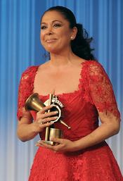 Isabel Pantoja emocionada con su Premio de la Música 2011