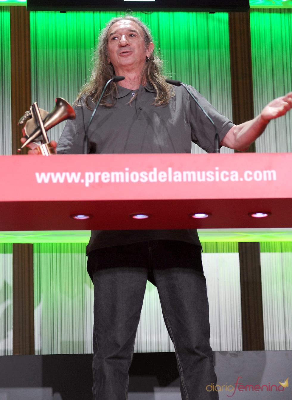Rosendo recoge su Premio de la Música 2011